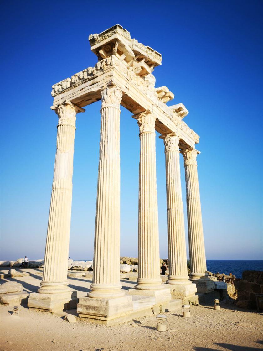 Apollon Tapınağı ve çevresi halatlarımızla artık daha güvenli2
